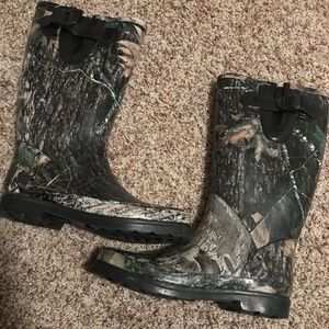 Shoes - Camo rain boots